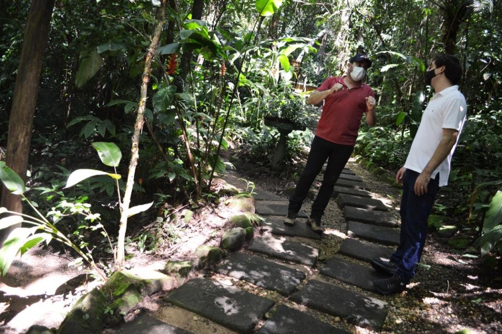 Integrantes do projeto Corredor Caipira percorrem trechos de floresta em Águas de São Pedro